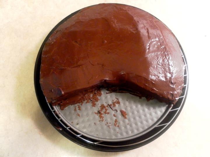 Icing a Hazelnut cake with Dark Chocolate Ganache