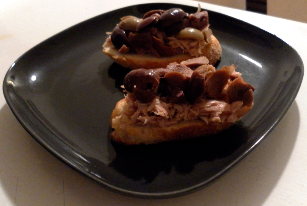 How to Make Tuna and Olive Crostini Recipe as an appetizer